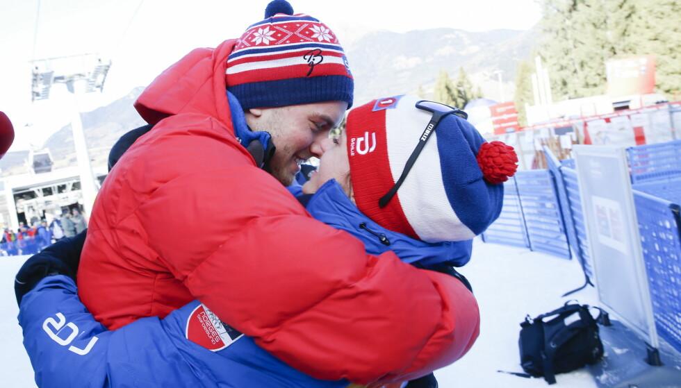 FORELSKET: Skistjernen Heidi Weng tar forholdet til Kjetil Aanonsen Nygaard et steg videre og blir samboere. Her får Heidi et kyss etter endt etappe i Tour de Ski i januar i år. Foto: NTB Scanpix
