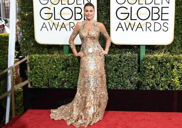 GLITRET: Sofia Vergara på den røde løperen under nattas Golden Globe-utdeling. Foto: Billy Farrell / BFA / REX / Shutterstock / NTB Scanpix