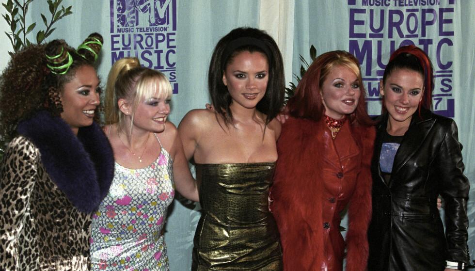 """STORHETSTIDEN: Popgruppen Spice Girls fikk en av prisene under """"The 1997 MTV Europe Music Awards"""" på Ahoy Stadion. F.v.: Melanie Brown (Mel B), Geri Halliwell, Victoria Adams (senere Victoria Beckham), Emma Bunton og Melanie Chisholm Foto Lise Åserud / NTB / SCANPIX"""