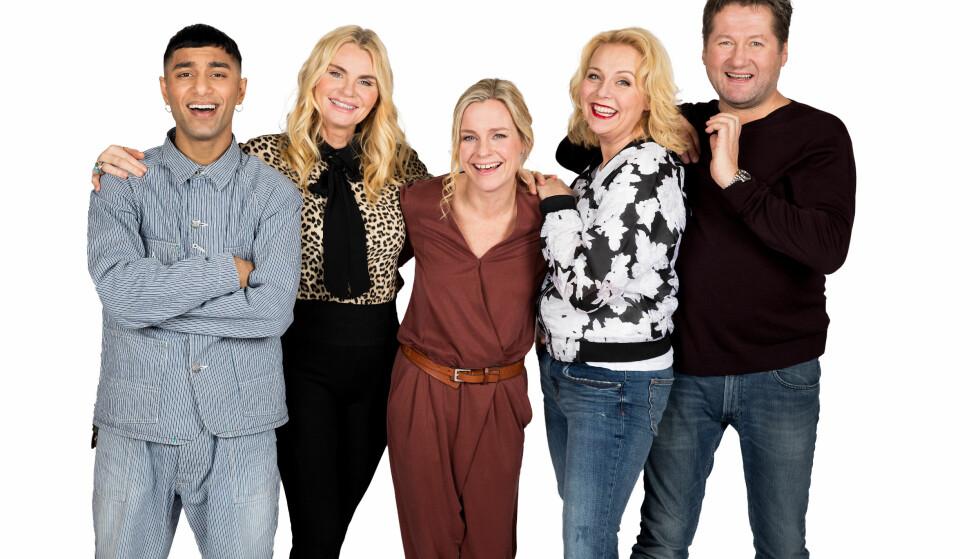 TV-KLARE: Dommerne Suleman Malik, Mia Gundersen, Linn Skåber og Bjarne Brøndbo, samt programleder Solveig Kloppen (midten), er tilbake med en ny sesong av «Norske Talenter». Foto: Espen Solli / TV 2