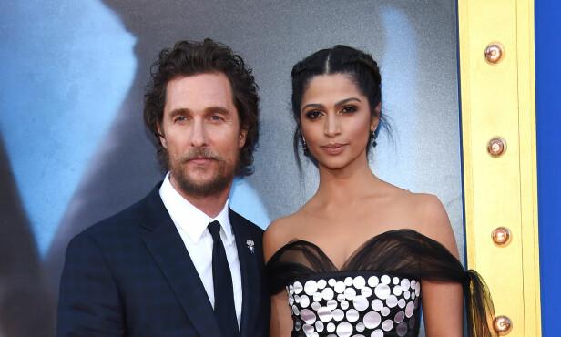 STA KVINNE: Den amerikanske filmstjernen brukte lang tid før han omsider overtalte Camila Alves til å gå på date, men når han først fikk henne på kroken, var det gjort. Paret har nå vært gift i fem år. FOTO: NTB Scanpix