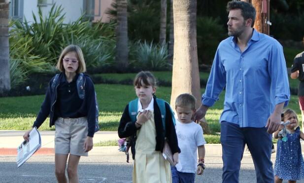 BARNA: Ben Affleck sammen med barna Samuel, Seraphina og Violet. Foto: NTB Scanpix