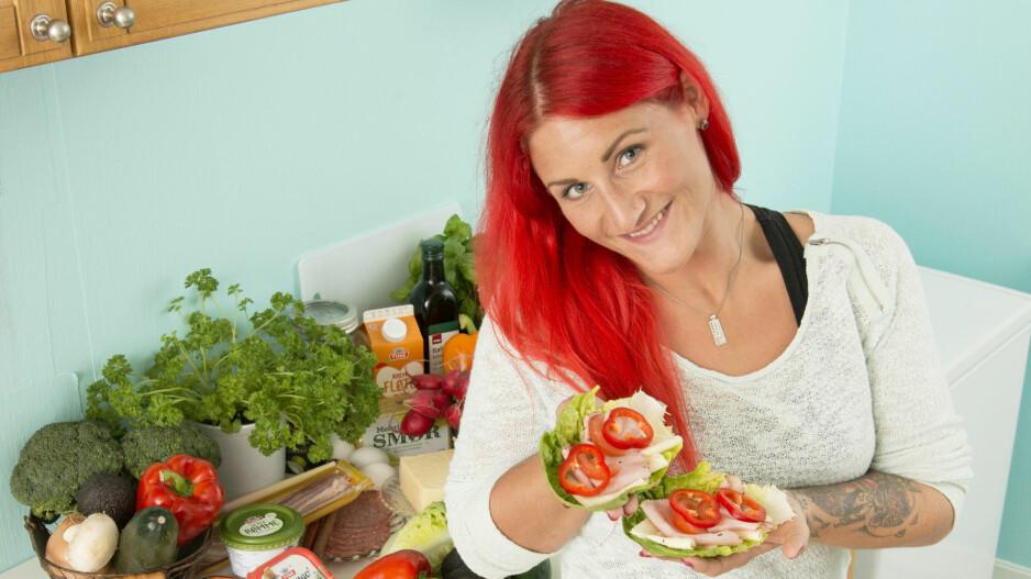 FRISK OG RASK:Jeanette Nor Stray har aldri følt segbedre enn etter at hun begyntepå lavkarbo. Kostholdet somerstatter karbohydrater medfett og proteiner gjorde attobarnsmoren gikk ned hele 45kilo. Hun gikk ned fra 110 til 65 kilo. Foto: Eva Kylland