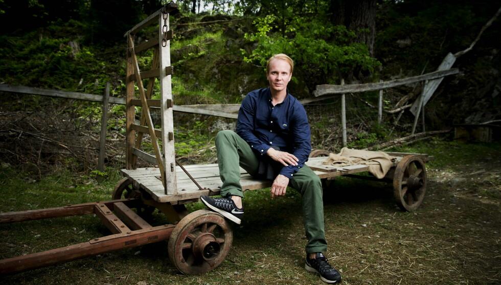 TAR ET OPPGJØR MED PAPPAPRESSET: Petter Pilgaard (36) bryr seg fint lite om hva folk rundt ham mener han bør gjøre og ikke gjøre. Her avbildet under innspillingen av  «Farmen» i fjor sommer.  Foto: Bjørn Langsem / Dagblade