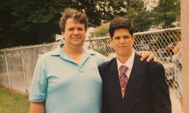 LYKKELIGE TIDER: Sal sammen med sin pappa Biagio på begynnelsen av 90-tallet. Det var sorgen etter pappas dødsfall som fikk ham til å begynne å trøstespise. Foto: PA