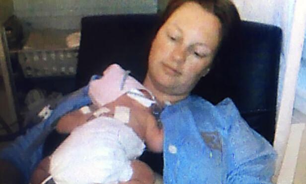 LIVMORHALSKREFT: Anne Gudbrandsen er takknemlig for at kreften ble oppdaget mens hun var gravid. Men det var skummelt å ta cellegift mens hun fortsatt var gravid med Pernille. FOTO : PRIVAT