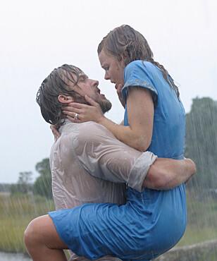 <strong>FILMINNSPILLING:</strong> Ryan Gosling og Rachel McAdams i het scene i filmen «The Notebook» fra 2004. Foto: NTB Scanpix