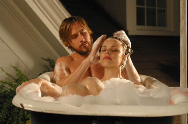 <strong>ROMANTISK:</strong> Filmen «Dagboken» ble gjennombruddet til Hollywood-kjekkasen Ryan Gosling. Her fra en scene fra filmen sammen med Rachel McAdams. Foto: NTB Scanpix