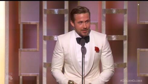 <strong>TAKKER KONA:</strong> Ryan Gosling inntok Golden Globe-løperen alene, men takket sin kjære, Eva Mendes, fra scenen senere på kvelden. Foto: NTB Scanpix &nbsp;