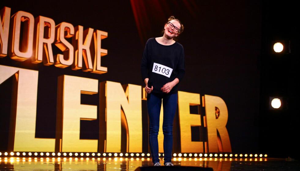 RØRENDE TOLKNING: 13 år gamle Vilde Winge rørte hele Norge da hun tegnspråktolket Gabrielles Ring Meg i Norske Talenter lørdag kveld. FOTO: TV2