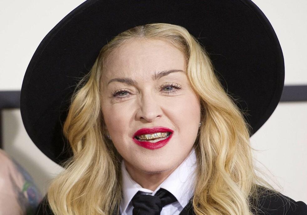 <strong>PROVOSERTE MED GRILLZ:</strong> Madonna er kjent for å skape overskrifter og Grammy-utdelingen er intet unntak. I 2014 vekket hun oppsikt med såkalte grillz. Mange mente det var et rart valg av smykker for en mor på fire som har passert 50 år. Foto: Afp