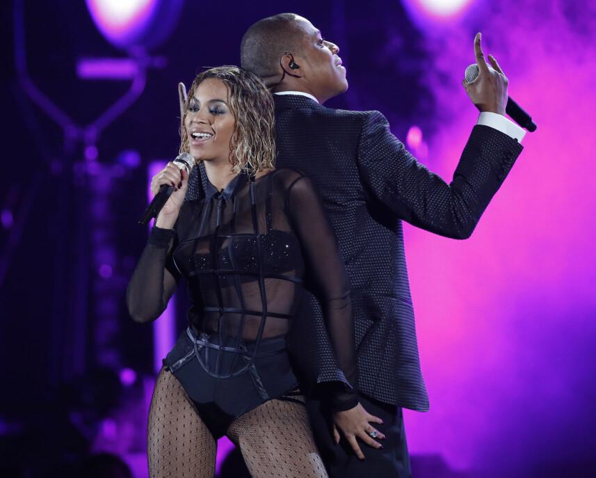 <strong>FREKK OPPTREDEN:</strong> Jay Z og Beyonces frekke opptreden under Grammy i 2014 fikk noen foreldre til å sette kaffen i halsen. Pop-ekteparet gjorde en meget intim fremførelse av Beyonces «Drunk in Love». TV-kanalen fikk i ettertid en mengde klager fra seere som mente opptredenen var upassende og at Beyonce «kledde seg som en prostituert». Foto: Polaris