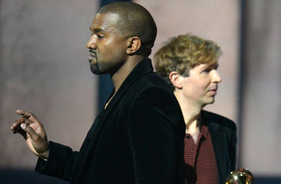 <strong>UENIG I VINNEREN:</strong> Da Beck i fjor vant pris for årets album stormet Kanye West opp på scenen. Han mente prisen burde gått til noen som var mer kommersielt suksessfull enn Beck, og oppfordret artisten å gi prisen til Beyoncé. Senere unnskyldte han sin oppførsel og fortalte at det var stemmer hodet som fikk ham til å gjøre det. Foto: Afp
