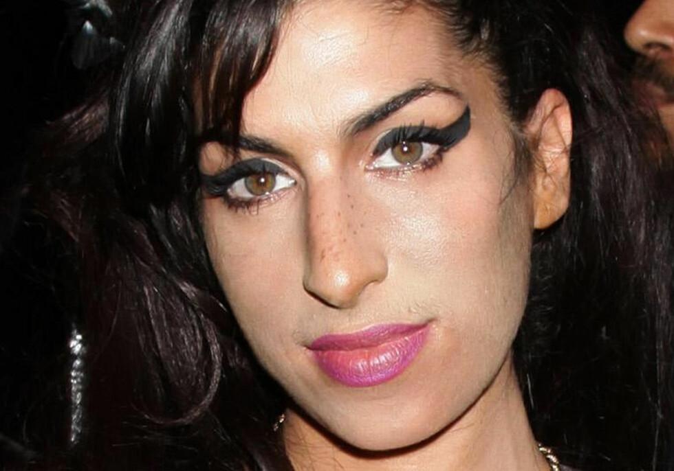 <strong>KOM IKKE INN I LANDET:</strong> Den nå avdøde sangeren Amy Winehouse skulle etter planen opptre under Grammy-utdelingen i 2008. Hun ble nektet visum og slapp ikke inn i Amerika. Winehouse opptrådte i stedet fra London. Hun fikk tre priser denne kvelden. Foto: Pa Photos