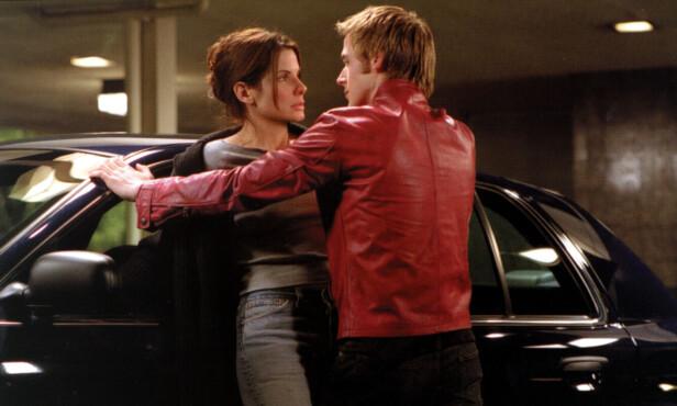 MOTSPILLERE: Sandra Bullock og Ryan Gosling i en scene fra «Muder by Numbers», som gikk på kino i 2002. Foto: Mary Evans Picture/ NTB scanpix