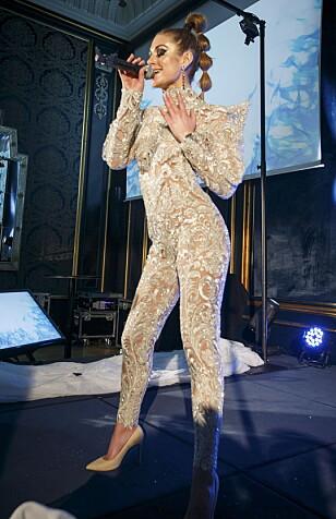 COMEBACK: Tone Damli gjør comeback med en opptreden under Vixen Blog Awards 2016 på Grand Hotel i Osloi en helt ny stil. Foto: Heiko Junge / NTB scanpix