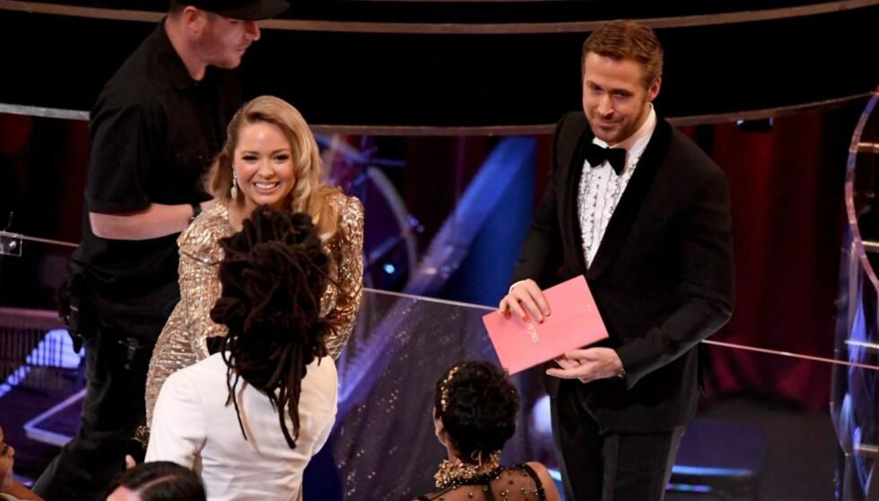 <strong>SØSTERA:</strong> Ryan Goslings søster, Mandi, har fått minst like stor oppmerksomhet som skuespilleren selv under utdelinga i natt. Foto: NTB Scanpix