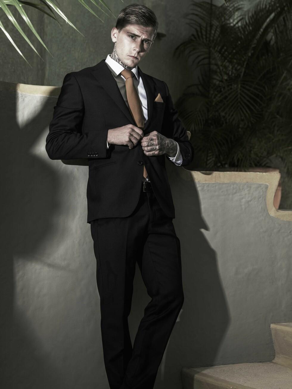 KEVIN RENÉ GUSTAVSSON (21) fra Stord beskriver seg selv som en aktiv fyr som drømmer om å tatovere hele kroppen. Han dolker gjerne de andre deltakerne i ryggen for å vinne. Foto: Rune Bendiksen / TV 3