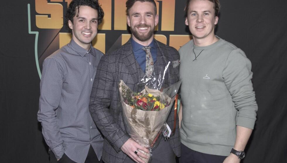 <strong>VISTE STØTTE:</strong> Vegard og Bård Ylvisåker var stolte av kollega Stian Blipp (i midten) etter talkshowdebuten. Foto: Erlend Haukeland