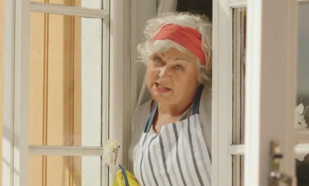 FLAU MAMMA: Ellen synes det er gøy å spille flau mamma i «Neste sommer». Foto: TVNORGE