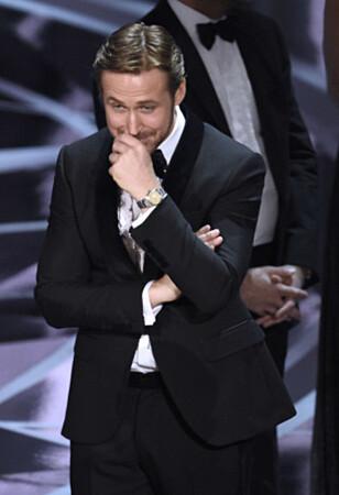 <strong>LATTERMILD:</strong> Ryan Gosling klarte ikke holde smilet tilbake da Oscar-tabben var et faktum. Foto: Chris Pizzello / Invision / AP / NTB Scanpix