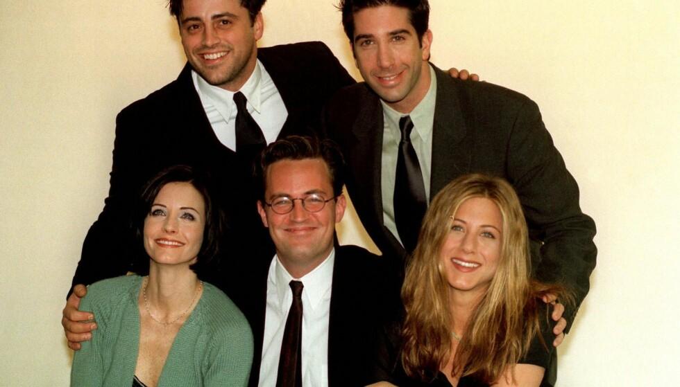 VENNNER FOR LIVET: Jennifer Aniston sammen med «Friends»-gjengen i 1998. (F.v): Matt LeBlanc, David Schwimmer, Courteney Cox og Matthew Perry. Lisa Kudrow er ikke med på bildet.