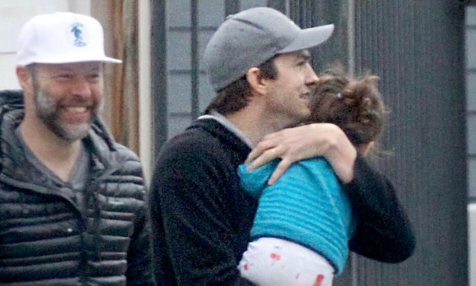 I ARMENE TIL PAPPA: Ashton Kutcher holder godt rundt datteren Wyatt. Foto: NTB scanpix
