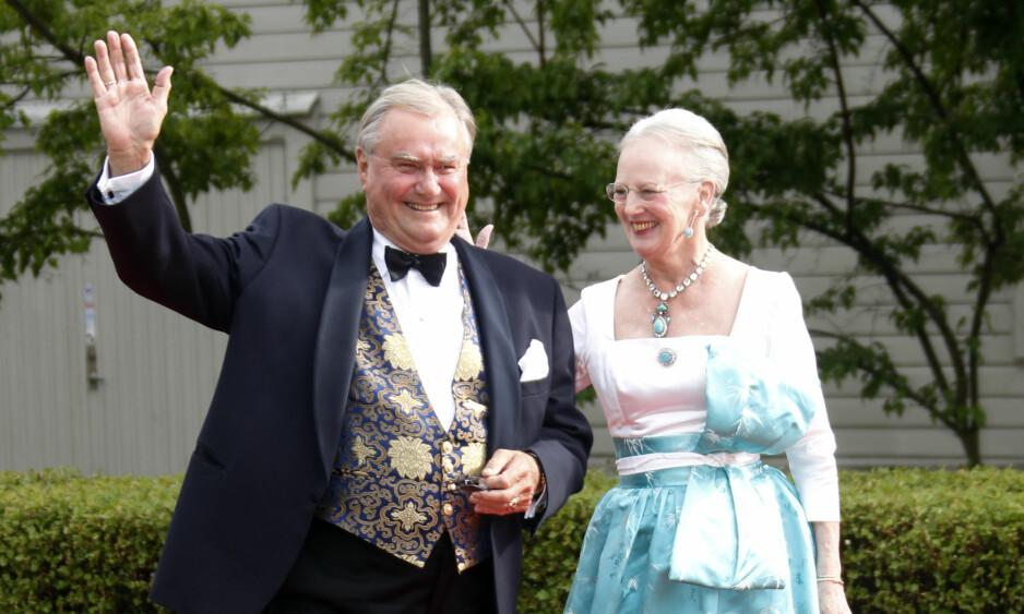 INFEKSJON: Prins Henrik av Danmark er innlagt for behandling av infeksjon i benet. Her ankom han den svenske regjeringens fest sammen med dronning Margrethe i 2010. Foto: Lise Åserud / Scanpix .