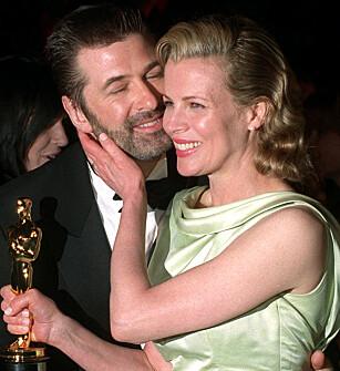 DRAMATISK BRUDD: Alec Baldwin og Kim Basinger møttes under innspillingen av filmen  «The Marrying Man» i 1990, og giftet seg tre år etter. Skilsmissen ble et faktum i 2002. Foto: NTB scanpix
