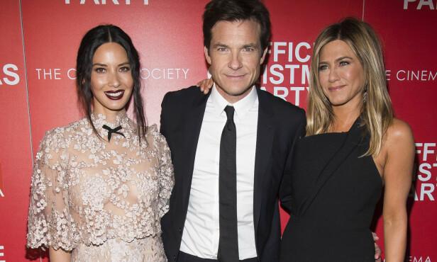 PÅ RØD LØPER: I komedien Office Christmas Party spilte Munn sammen med Jennifer Aniston og Jason Bateman. Her er trioen på filmens screening i New York i desember i fjor. Foto: NTB Scanpix.