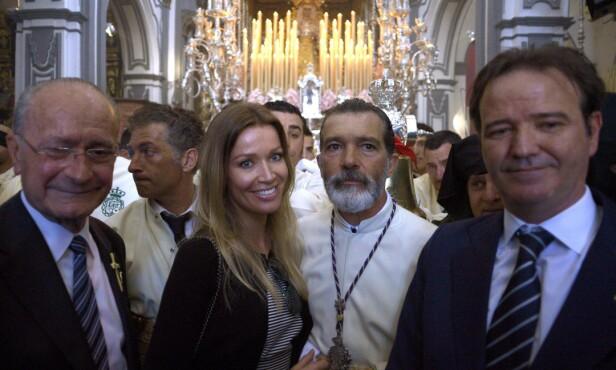 <strong>I GUDSTJENESTE:</strong> Nicole Kimpel og Antonio Banderas i kirken sammen. Foto: Jorge Guerrero / NTB Scanpix