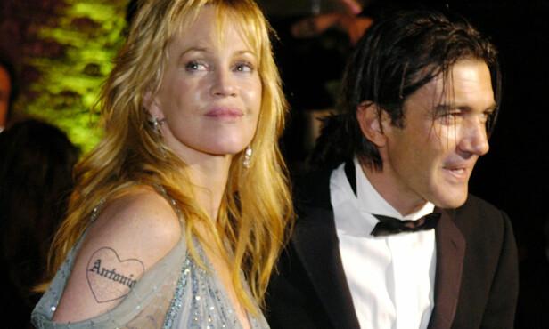 <strong>TATOVERING:</strong> Melanie Griffith og Antonio Banderas ankommer en Oscar-fest i 2005. Legg merke til Antonio-tatovering til Melanie. Paret skilte seg i 2014 etter 18 år som gift. Foto: Chris Pizzello / NTB Scanpix