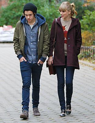 <strong>TATT PÅ FERSKEN:</strong> Det var Harry Styles og Taylor Swifts tur i parken som avslørte flørten mellom dem i 2012. Foto: Splash
