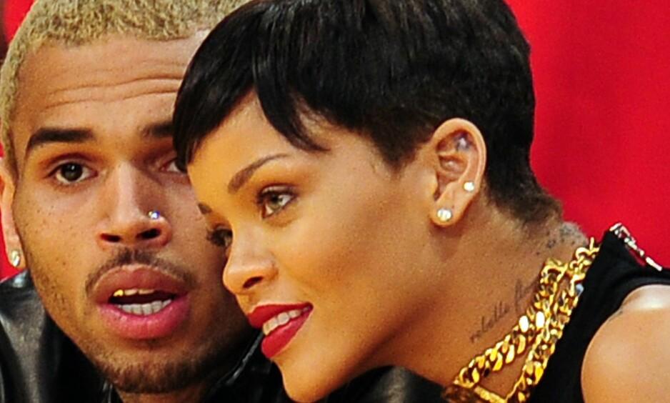 OMSTRIDT FORHOLD: Chris Brown ble dømt for å ha mishandlet popstjernen Rihanna i 2009. Men paret har også hatt kontakt etter angrepet, som her i 2012. Foto: NTB Scanpix