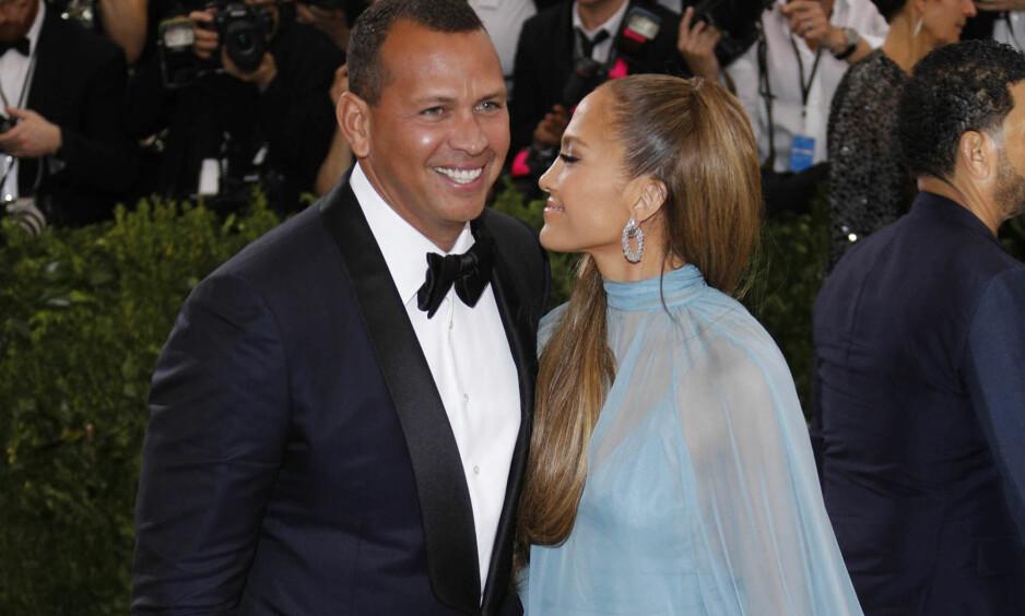VIL BLI SAMBOERE: UsWeekly skriver at Jennifer Lopez og Alex Rodriguez er klare for å ta forholdet et skritt videre. Her er de avbildet sammen på MET-gallaen i New York i mai. Foto: NTB scanpix
