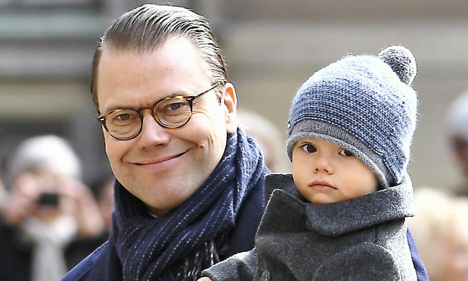 ROER NED: Daniel har nylig trappet ned på de kongelige oppgavene for å kunne være mer sammen med yngstemann, prins Oscar. Foto: NTB scanpix