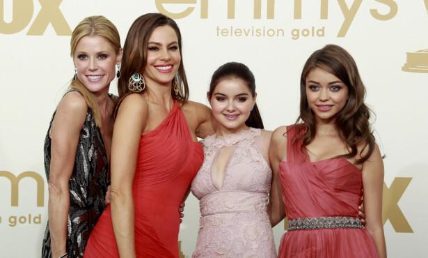 STØTTE: Ariel har funnet mye støtte i sine medskuespillere. Her sammen med Julie Bower (t.v), Sofia Vergara og Sarah Hyland. Foto: NTB scanpix
