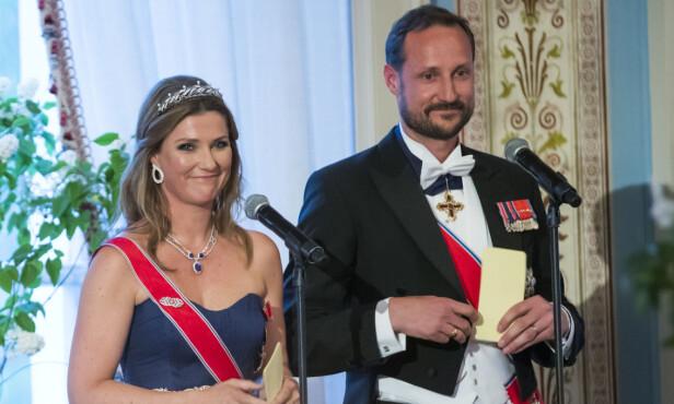 HYLLET KONGEPARET: Både prinsesse Märtha Louise og kronprins Haakon holdt taler til sine foreldre under middagen. Foto: Heiko Junge / NTB scanpix