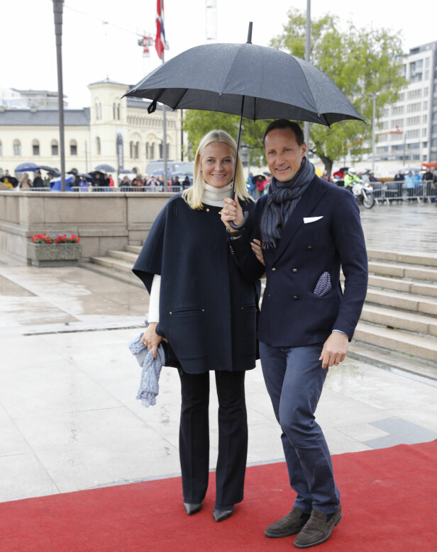 KRONPRINSPARET: Det norske kronprinsparet var også tilstede under dagens feiring av kong Harald og dronning Sonja. Foto: Kallestad, Gorm / NTB Scanpix