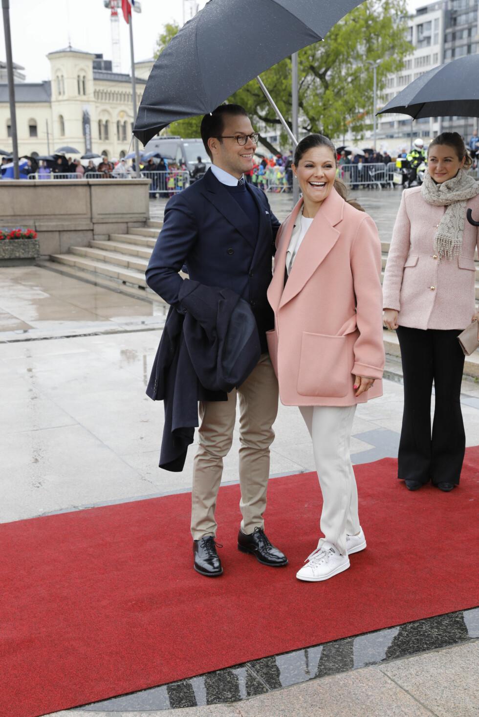 BURSDAGSFEST: Kronprinsesse Victoria og prins Daniel av Sverige på Honnørbryggen før avreise med Kongeskipet Norge. Foto: Kallestad, Gorm / NTB Scanpix