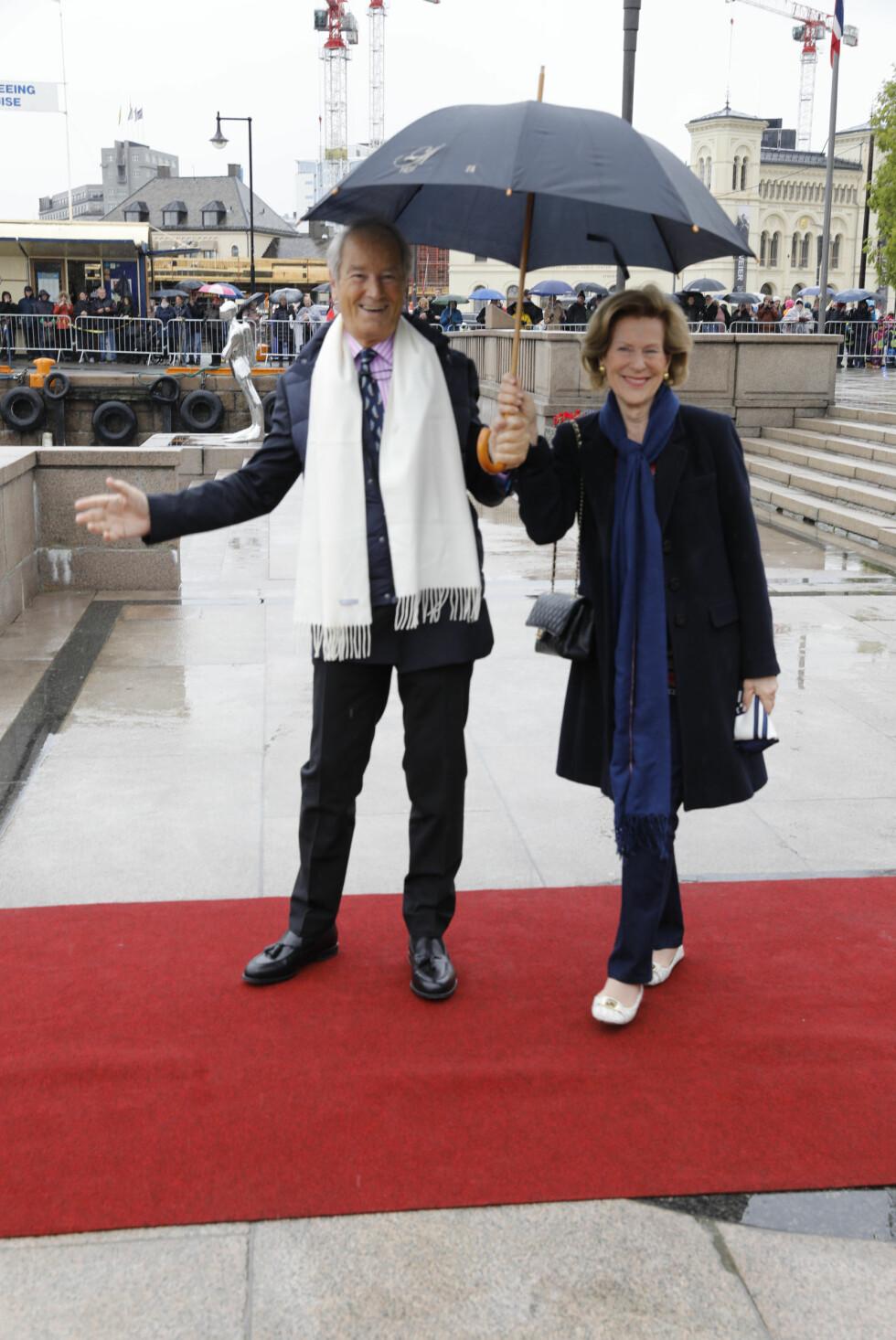 BURSDAGSFEST: Madeleine Kogevinas og Bernhard Mach var blant gjestene under dagens lunsj på Kongeskipet Norge. Foto: Kallestad, Gorm / NTB Scanpix