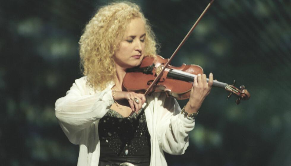 FOR 22 ÅR SIDEN: I finalen i Dublin gikk Secret Garden, her representert ved fiolinist Fionnuala Sherry, av med seieren med melodien «Nocturne». Foto: Per R. Løchen/ NTB scanpix