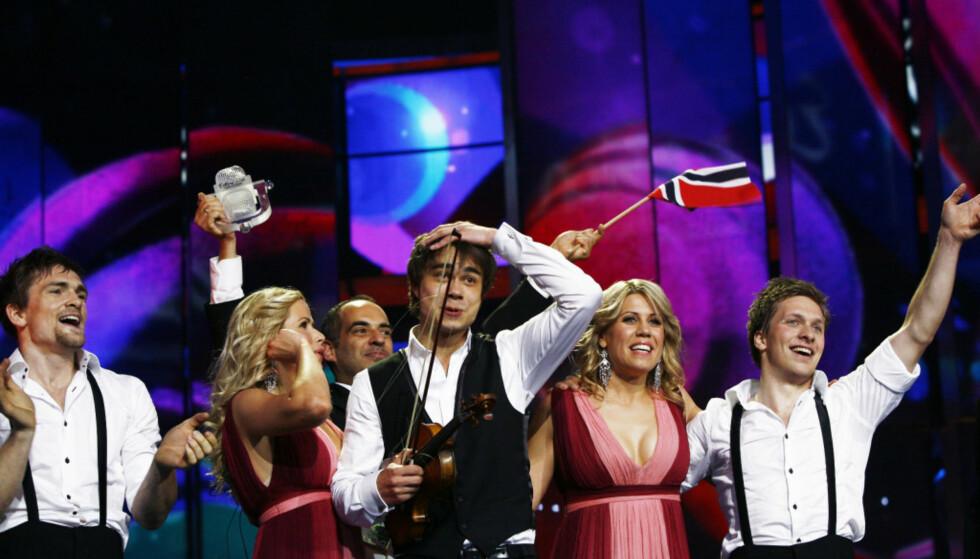 HISTORISK SEIER: Alexander Rybak og «Fairytale» fikk 387 poeng i ESC-finalen i Moskva i 2009. Poengsummen hans er den høyeste i konkurransens historie, før poengsystemet ble endret i 2016. Foto: NTB scanpix