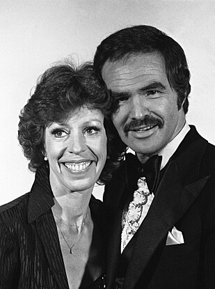 STJERNE: Burt Reynolds sammen med Carol Burnett i 1979 Foto: NTB Scanpix
