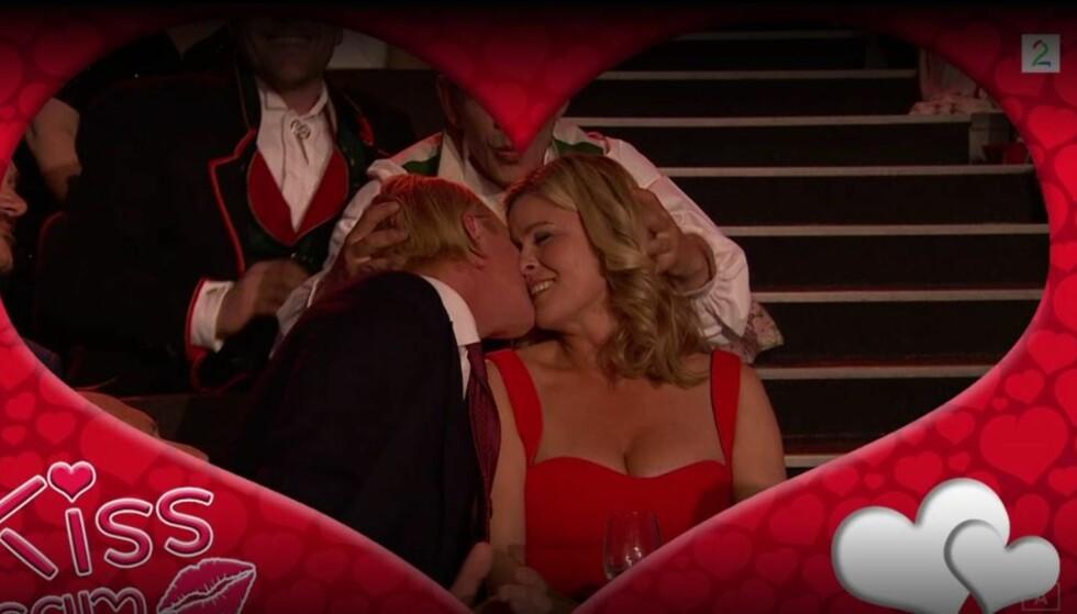 KJENDIS-KYSS: Petter Pilgaard og Vendela Kirsebom fulgte opp med sitt eget kyss. Foto: TV 2