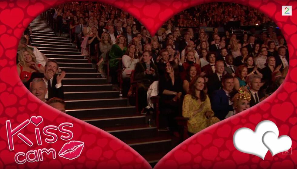 DELVIS SKJULT: Rett før kamera svingte vekk kysset «Lothepus» sin gode venn Petter Pilgaard (helt til venstre). Foto: TV 2.