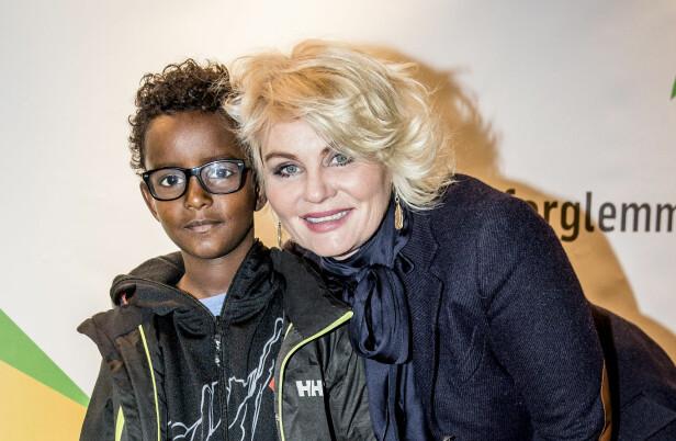 TOBARNSMOR: Sammen med eksmannen Marcel har de barna Amente (21) og Daniel (13). Her Sammen med sønnen Daniel i forbindelse med TV 2s vårlansering på Edderkoppen i 2013. Foto: NTB Scanpix