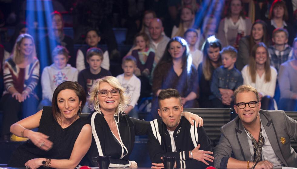DOMMER: I hele åtte sesonger har Mia Gundersen vært dommer i talentkonkurransen «Norske talenter» på TV 2. Her sammen med Lisa Tønne, Omer Bhatti og Bjarte Hjelmeland i 2014. Foto: NTB Scanpix