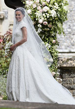 VAKKER BRUD: Pippa Middleton hadde på seg en nydelig brudekjole designet av Giles Deacon. Foto: NTB scanpix