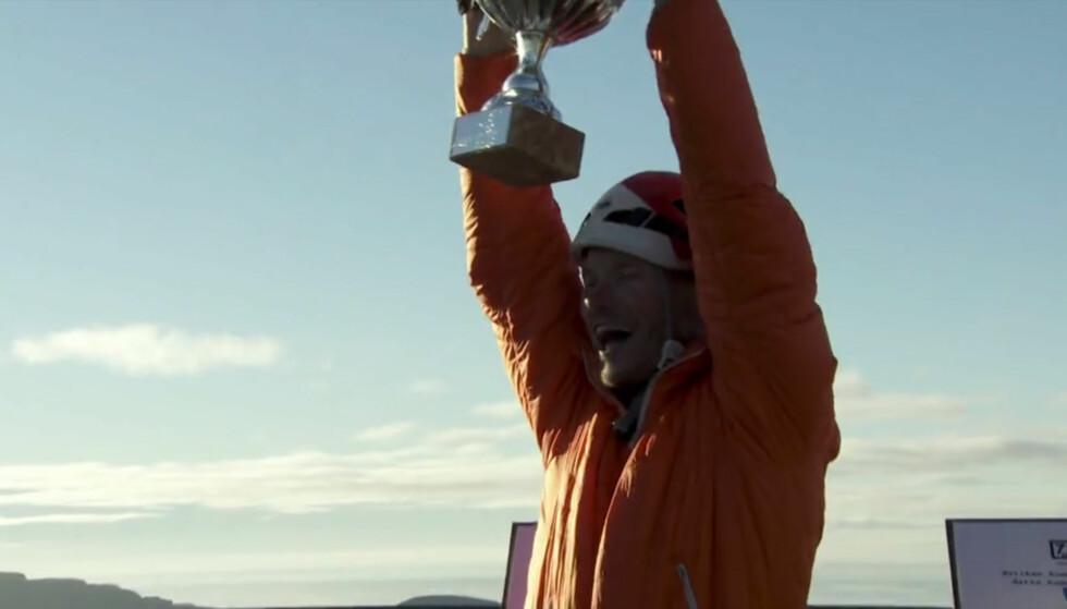 <strong>BEVISET:</strong> Ole Martin Årst slapp jubelen løs etter å ha sikret seg førsteplassen i årets «71 grader nord». Foto: TVNorge.